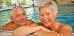 Kurgast-Paar im Schwimmbecken