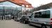 FFAIR-Reisen-Kleinbus am Hotel-Eingang