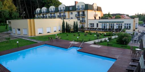 Spa-Hotel-Anlage Diana mit Außenpool