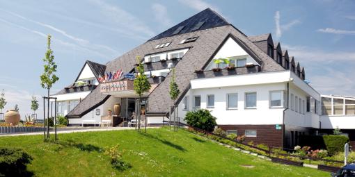 Haupthaus des Franzensbader Kurhotels Pyramida 1
