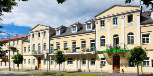 Vorderansicht des Franzensbader Hotels Reza