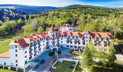 Hotel Buczynski und Blick ins Gebirge