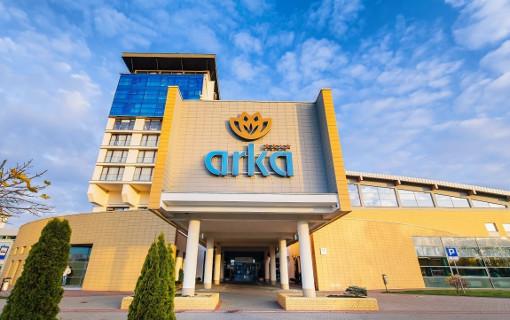 Seitenansicht des Hotels Arka Medical SPA
