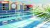 gymnastische Übungen im Schwimmbad