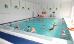 Baden im Soleschwimmbecken des Sanatoriums Muszelka