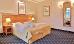Doppelbett in einem anderen Doppelzimmer