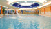 Blick ins Schwimmbad mit Druckstrahldüsen