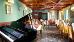 Restaurant Diana im Château Monty mit Keyboard-Klavier im Vordergrund