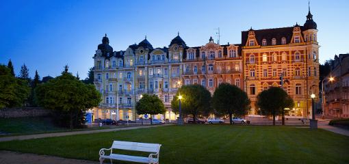 abendliche Sicht auf das Spa-Hotel Palace Zvon