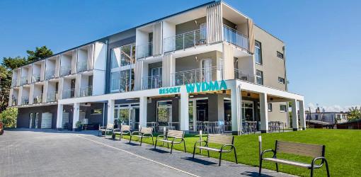Gebäude des Wydma-Resorts