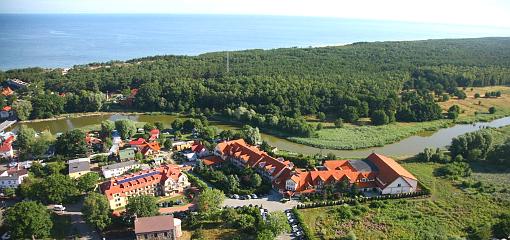 Hotel Kormoran in der Landschaft (Vogelperspektive)