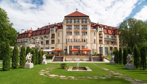 Vorderansicht des Thermia Palace in Piešťany