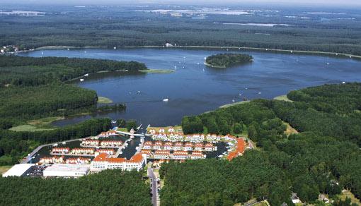 Hafenhotel-Anlage am Rheinsberger See aus der Vogelperspektive