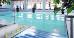 Treppeneinstieg zum Schwimmbad