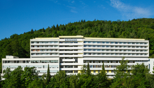 Gesamtansicht des Spa-Hotels Běhounek