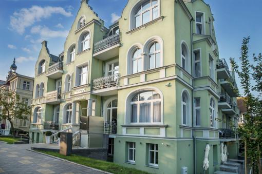 Hotel Admirał I von vorn/schräg