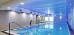 Schwimmbecken mit Druckstrahldüsen