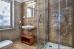 Blick ins Bad, Duschkabine nicht ganz ebenerdig