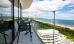 Balkon mit Glaswänden und Ostseeblick