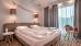 Blick in ein Doppelzimmer (im Bild: Doppelbett)