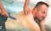 Unterwaasermassage-Anwendung für männlichen Kurgast