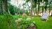 Liegestuhl im Grünen, auf dem Borgata-Gelände