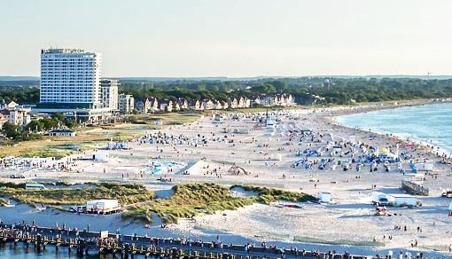 Das Hotel Neptun befindet sich gleich am Strand des Ostseebades Warnemünde